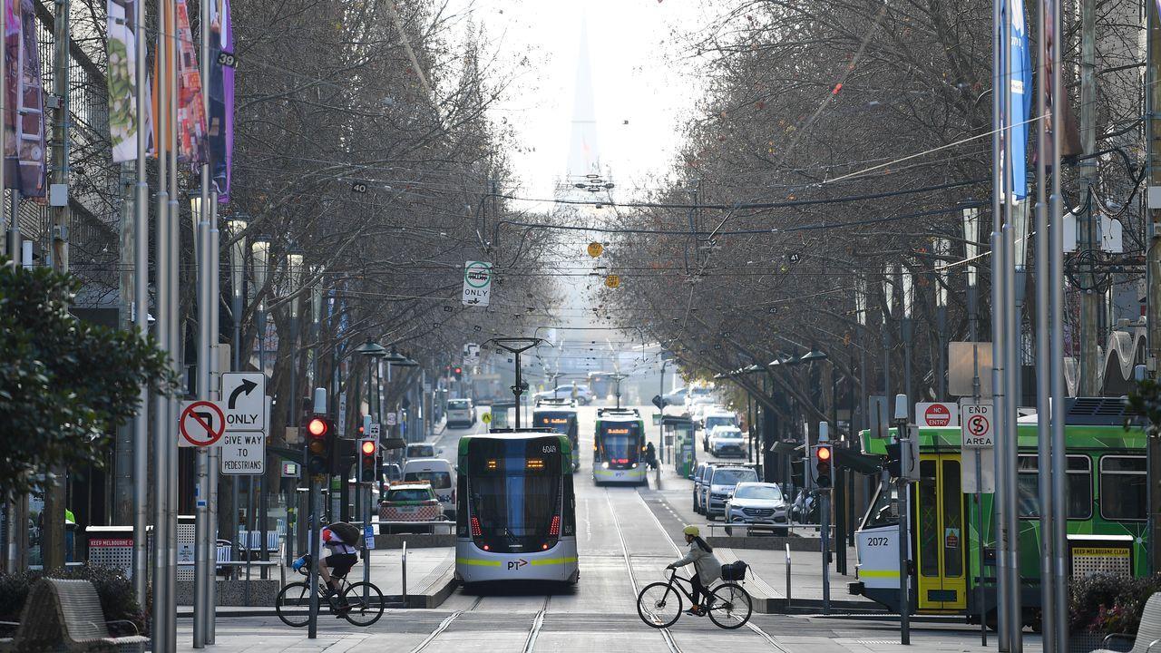 Una vista general a lo largo de Bourke Street mientras la ciudad opera bajo bloqueo en respuesta a un brote de la enfermedad por coronavirus, en Melbourne, Australia
