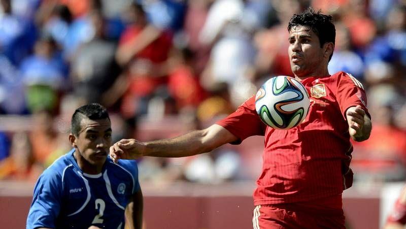 Diego Costa, feliz por el ensayo contra El Salvador.Del Bosque tiene que buscar frescura para el centro del campo de la selección, el más castigado por la fatiga de la temporada.