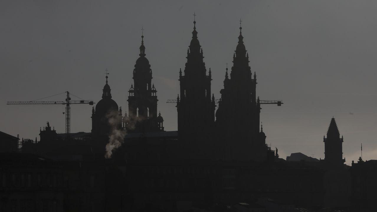 Troteiros de Bande en Santiago.Así que en el siglo XVII se construyó el lienzo barroco que hoy esla imagen icónica de los años santos: la de entrada al a Puerta Santa