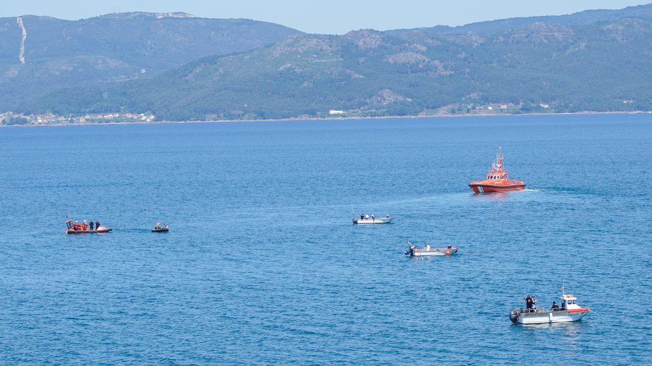 Los buzos del Geas y de Salvamento Marítimo fueron apoyados por embarcaciones que se sumaron a la búsqueda