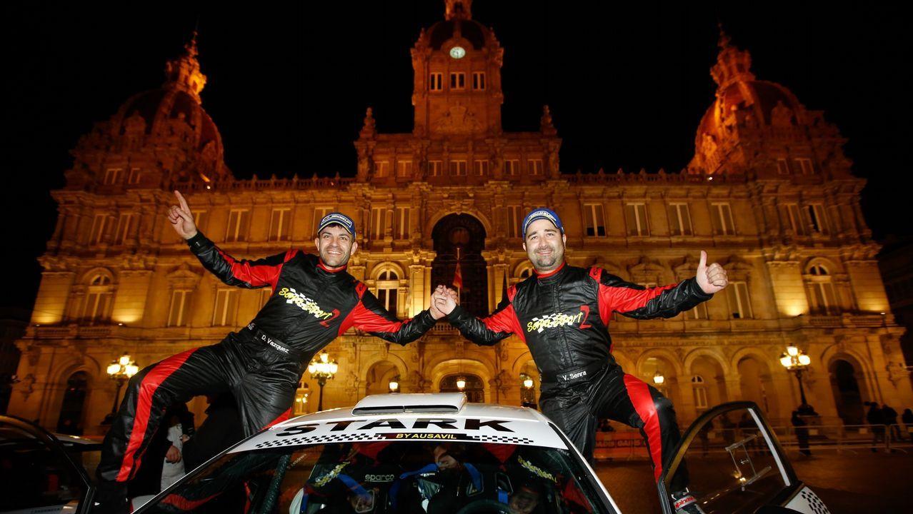 Probamos el Hyundai i30N de Iván Ares.El piloto español Fernando Alonso (d) posa para la foto oficial de la escudería McLaren, en Interlagos