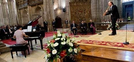 Naruhito asistió en la Catedral a un concierto de Mine Kawakami y Carlos Núñez.