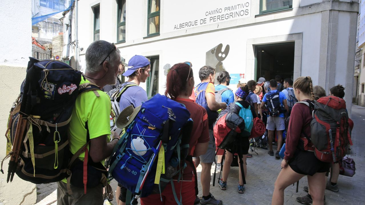 La Catedral reabre con restricciones.Primeros peregrinos que visitan los albergues del Camino de Santiago tras el confinamiento