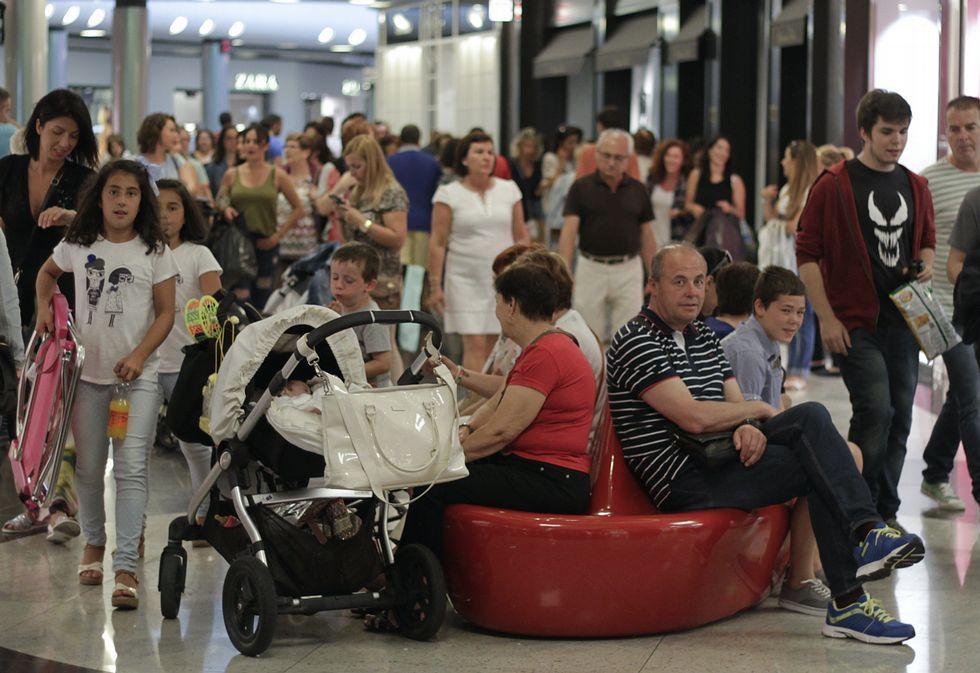 La campaña de rebajas ha llenado los centros comerciales.
