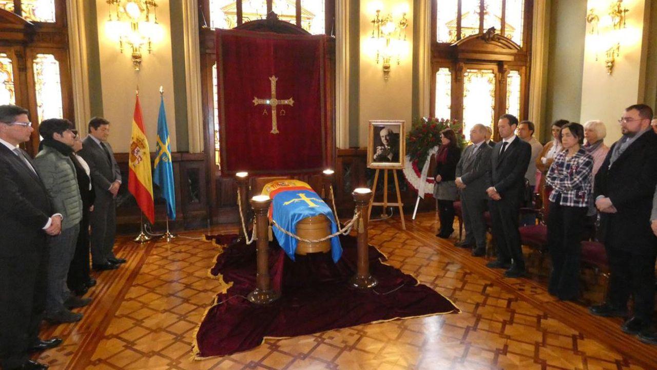 Imagen de la capilla ardiente de Vicente Álvarez Areces en la Junta General del Principado