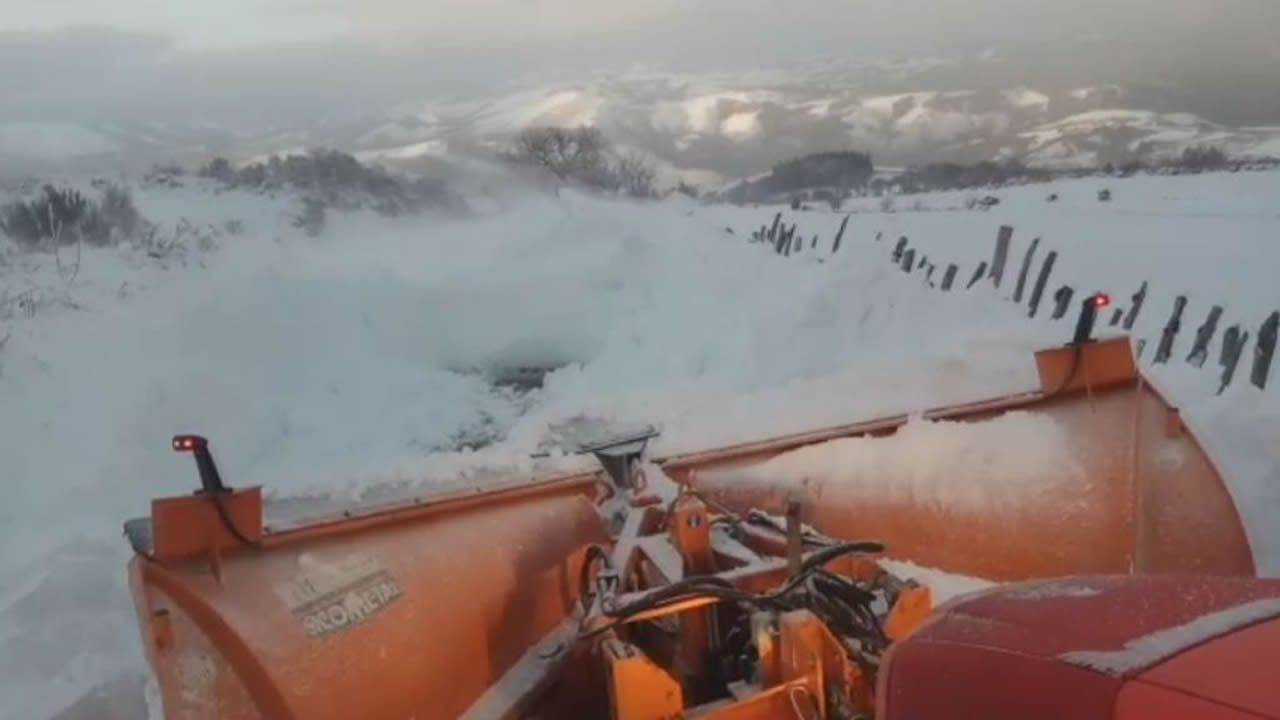 Atravesando más de un metro de nieve en A Fonsagrada