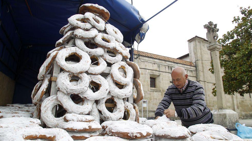 La comisión organizadora compró mil roscas para venderlas este jueves, el día grande de las fiestas de San Antonio