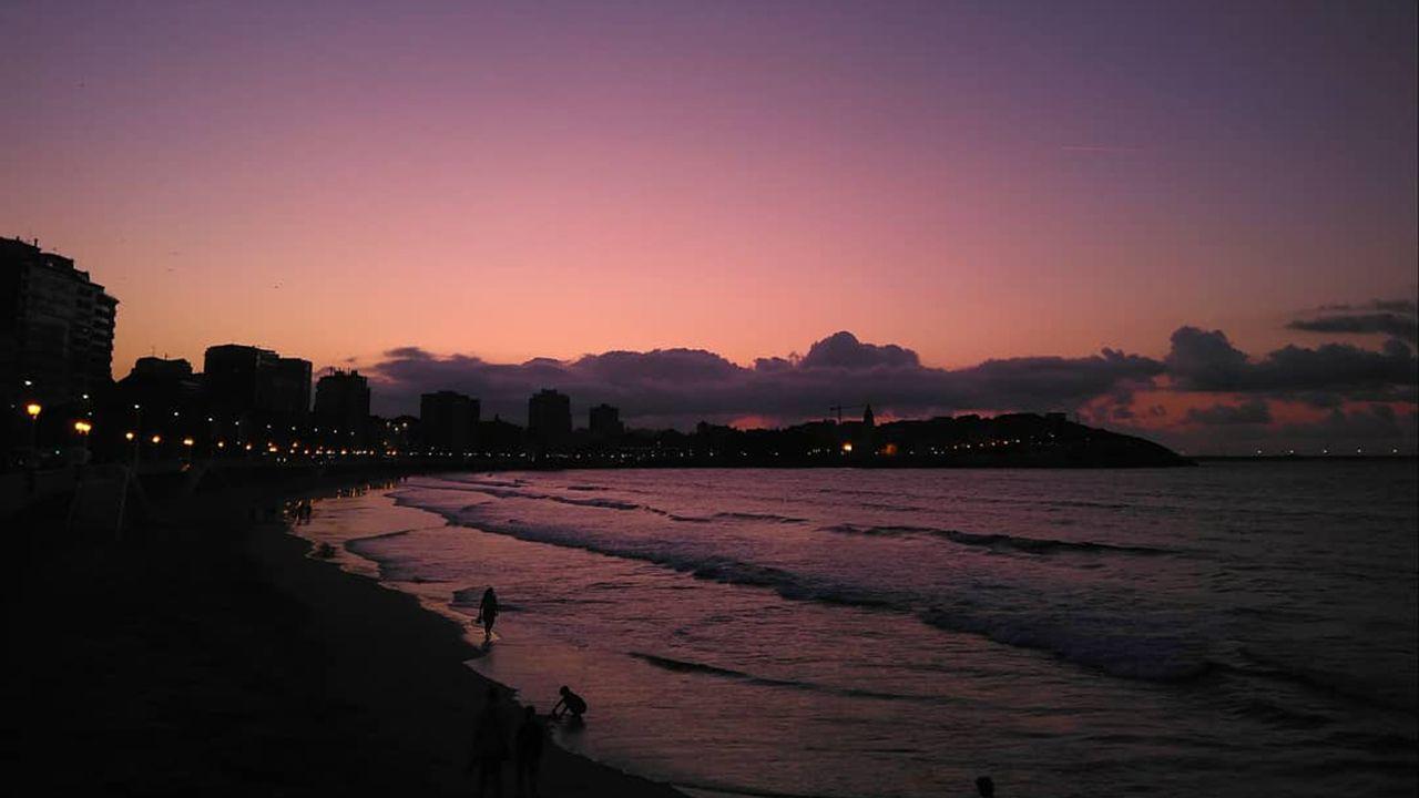 Atardecer en Gijón el 21 de agosto de 2019. Indiscutiblemente debe de haber partículas o aerosoles en la capa baja de la troposfera