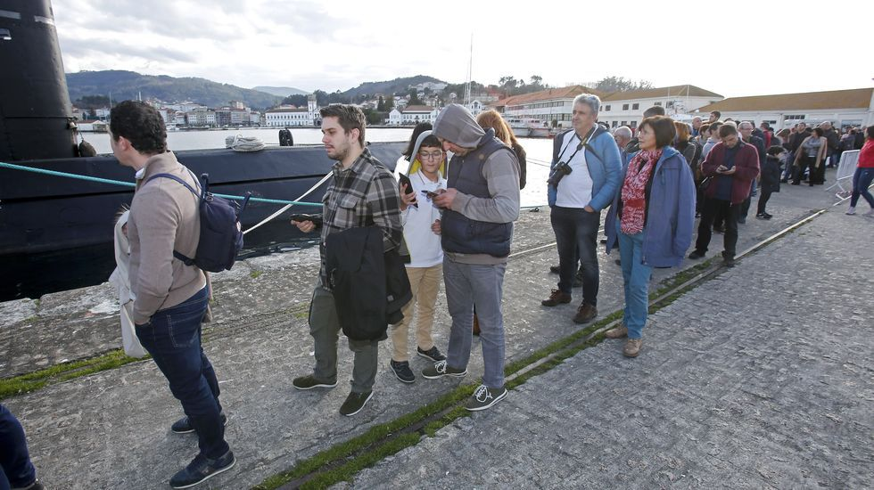 Submarino Tramontana atracado en la Escuela Naval de Marín