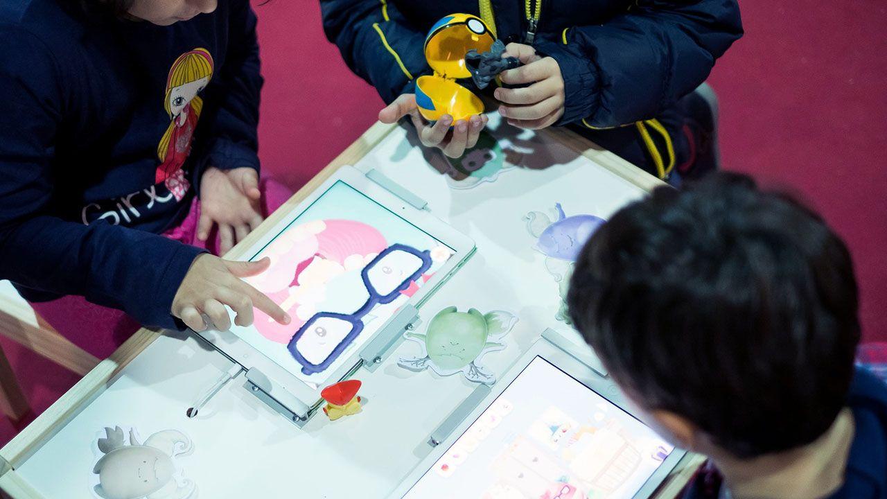 Universidad de Oviedo, videojuego, alumnos, estudiantes, asturianos.Alumnos manejan un videojuego educativo