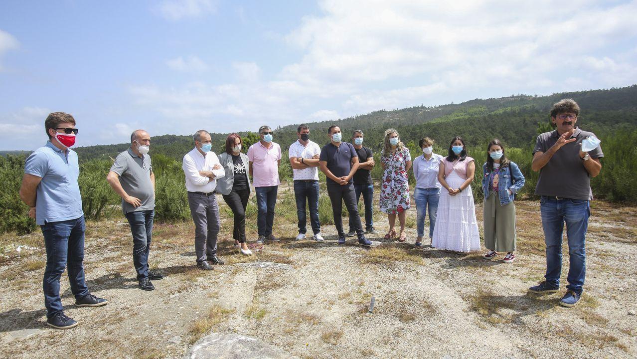 EL LIDER DE LOS SOCIALISTAS GALLEGOS, GONZALO CABALLERO, -RODEADO POR EL PRESIDENTE DE LA DIPUTACION, JOSE TOME Y LA ALCALDESA, LARA MENDEZ- PARTICIPA EN UNA REUNION CON ALCALDES DE LA PROVINCIA DE CARA A LAS ELECCIONES AUTONOMICAS 2020
