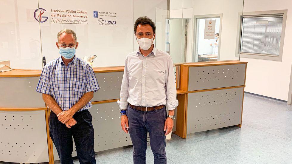 Juan Luis Méndez Rojo, director general del grupo Vinigalicia, junto con el doctor Ángel Carracedo, a la izquierda de la imagen
