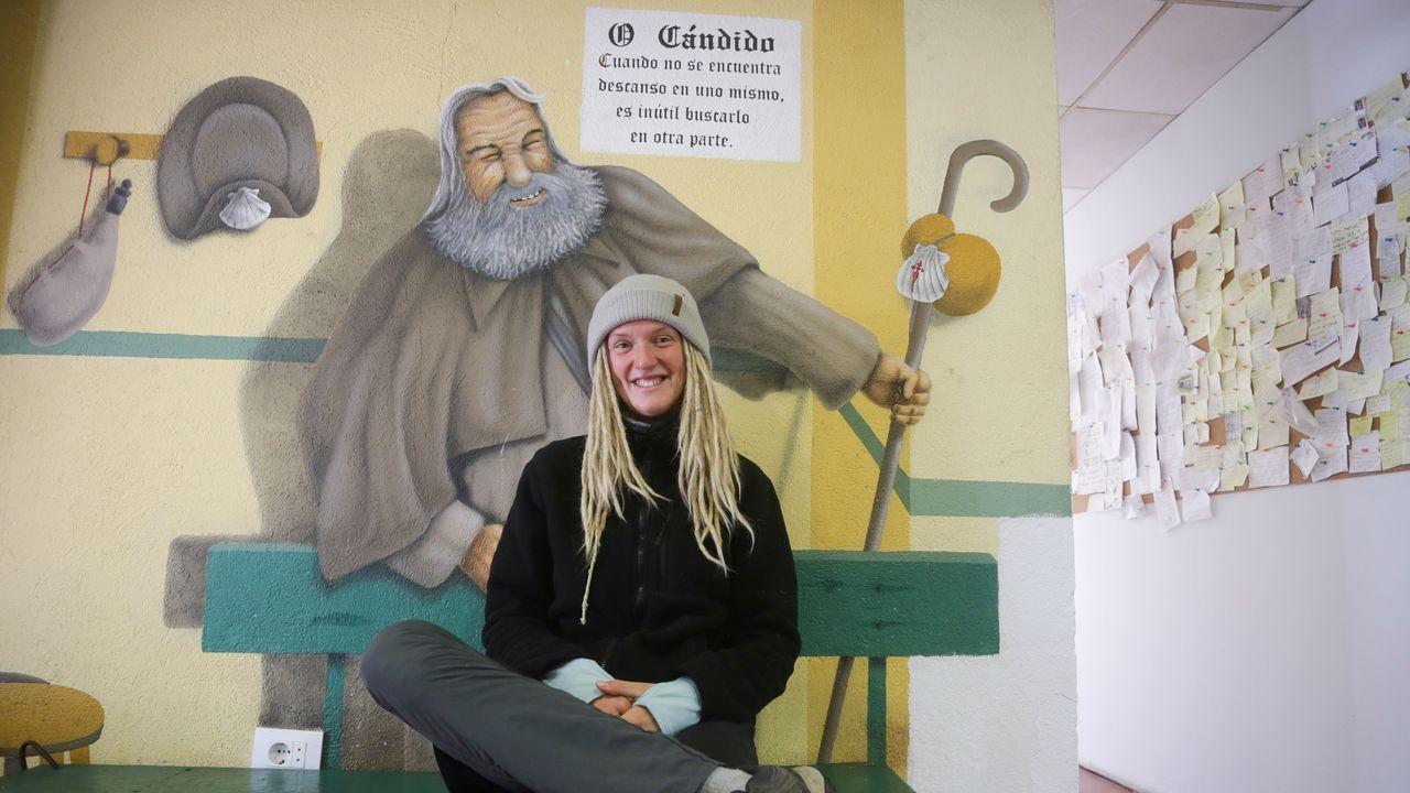 «No es la primera vez que duermo en un cementerio», dice la peregrina alemana.Muestra «Carteles para un Camino. Cien años de inspiración jacobea», en Pontevedra