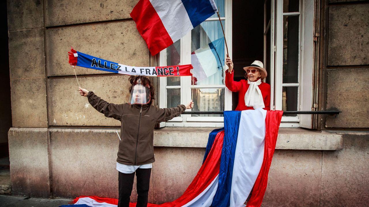 Fernando Simón desglosa los últimos datos de la crisis sanitaria.Ciudadanos franceses celebran, en Saint Mande, el fin del confinamiento, ayer lunes