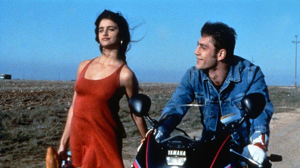Penélope Cruz y Javier Bárdem se conocieron en el rodaje de «Jamón Jamón» (1992), que llevaría a Cruz a la fama. No fue hasta 16 años más tarde cuando volvieron a juntarse para filmar «Vicky Cristina Barcelona», y ya no volverían a separarse.