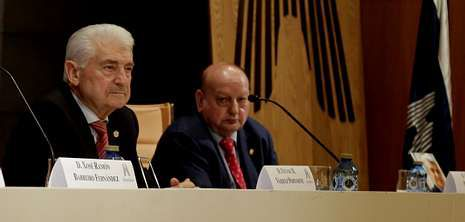 El ex conselleiro Vázquez Portomeñe presentó en Hércules Ediciones su libro «Testigo y parte de la historia reciente de Galicia» .