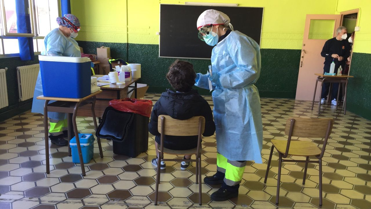 En la imagen, uno de los cribados que se llevó a cabo en el centro con test PCR el pasado mes de marzo