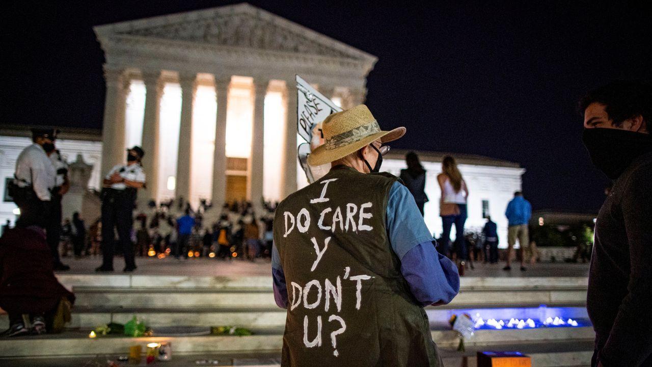 Concentración en la puerta de la Corte Suprema en Washington por la muerte de la jueza Ruth Bader Ginsburg