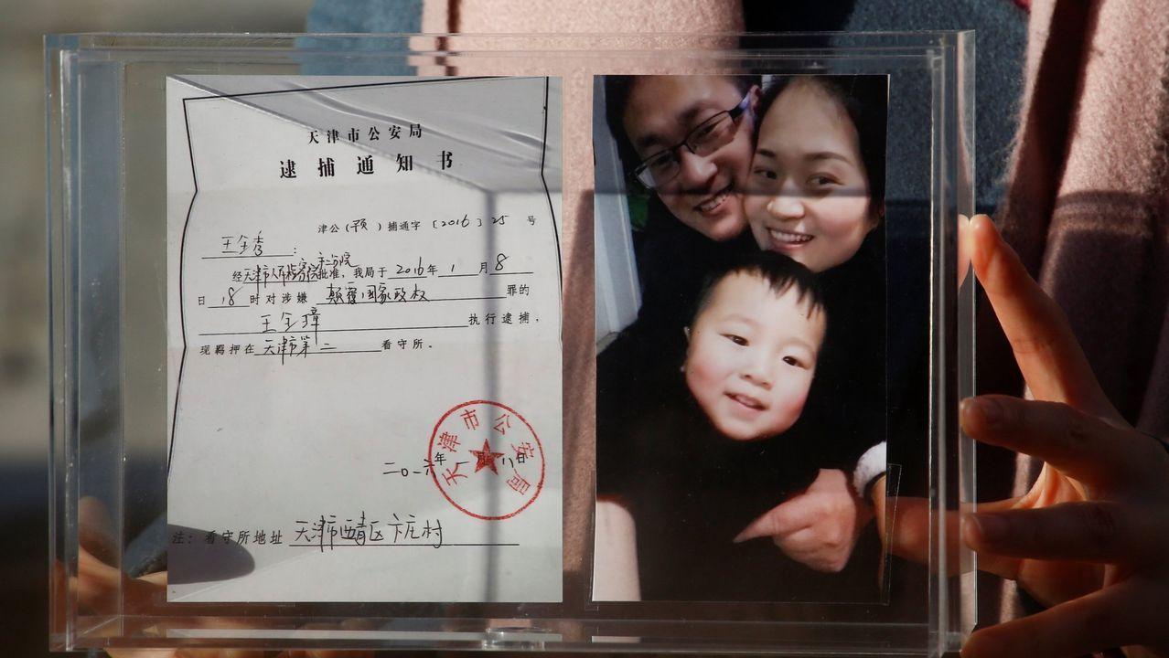 Foto de familia del abogado condenado junto a su mujer y su hijo