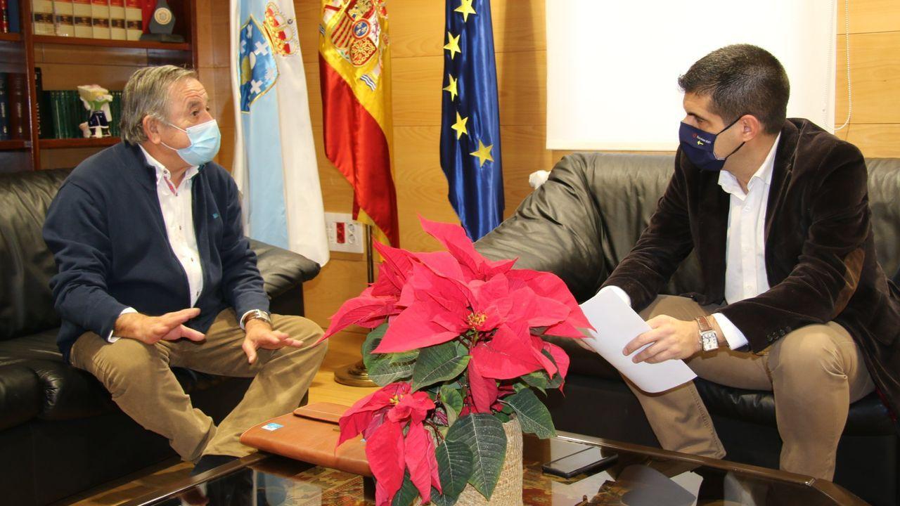 Antonio Rodríguez, alcalde de Montederramo, en una reunión con el delegado de la Xunta, Gabriel Alén