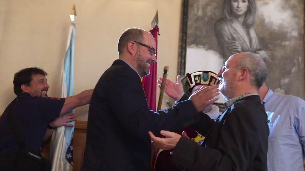 Martiño Noriega recibe por dos veces el bastón de mando en Santiago.La arquitecta compostelana recibe un reconocimiento por uno de los dos edificios que construyó en Londres
