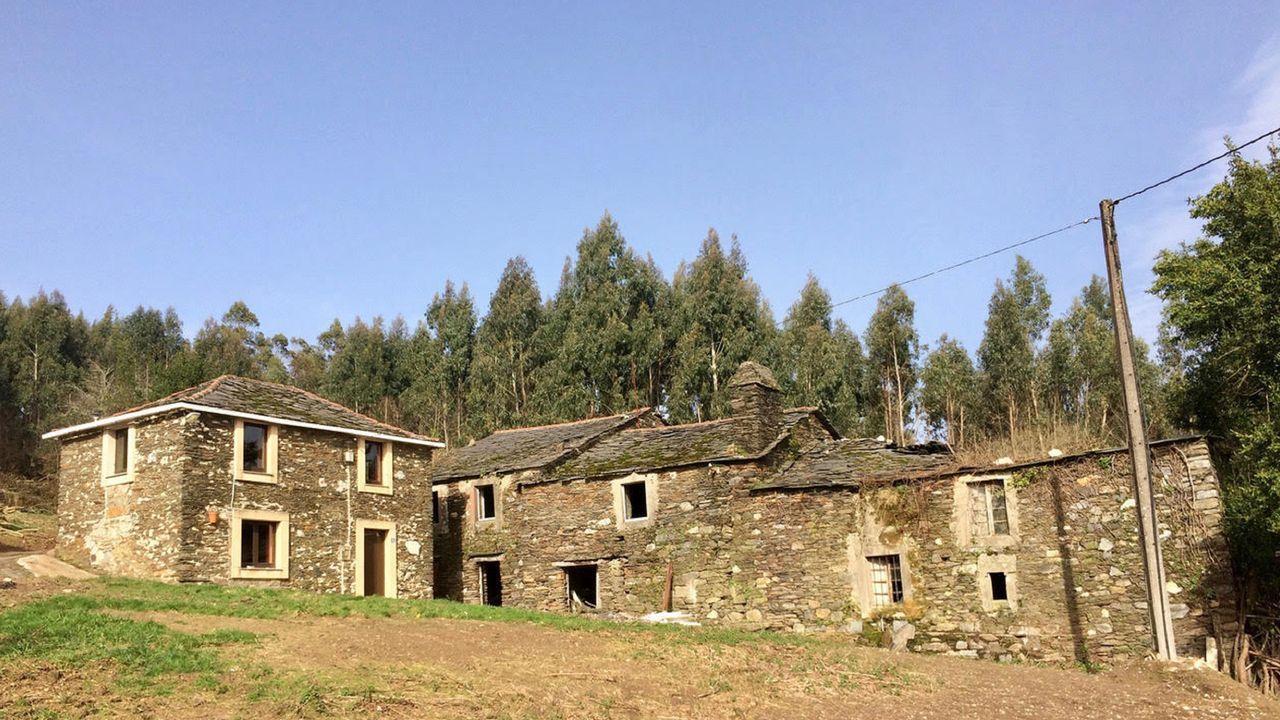 La más pequeña de las cuatro casas de la aldes ya ha sido restaurada, pero le robaron la cocina y el baño