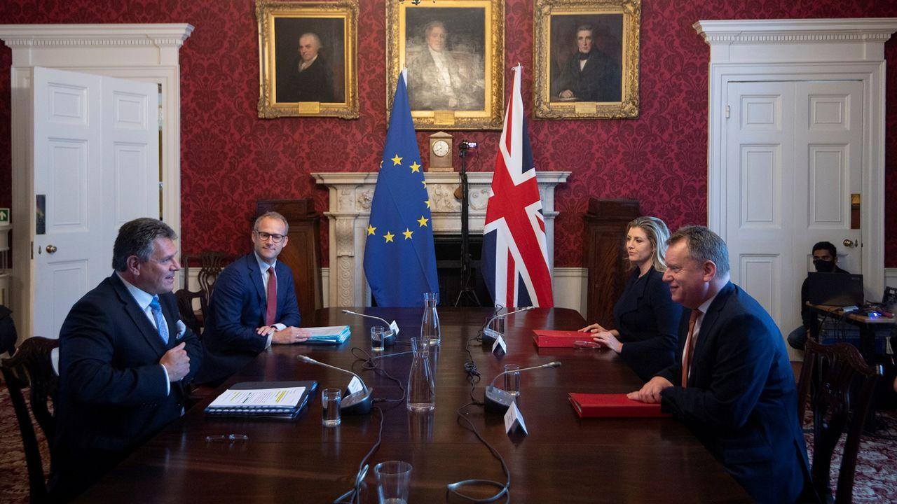 David Frost, principal negociador británico para asuntos del Brexit en un encuentro con Maros Sefcovic, vicepresidente de la Comisión Europea