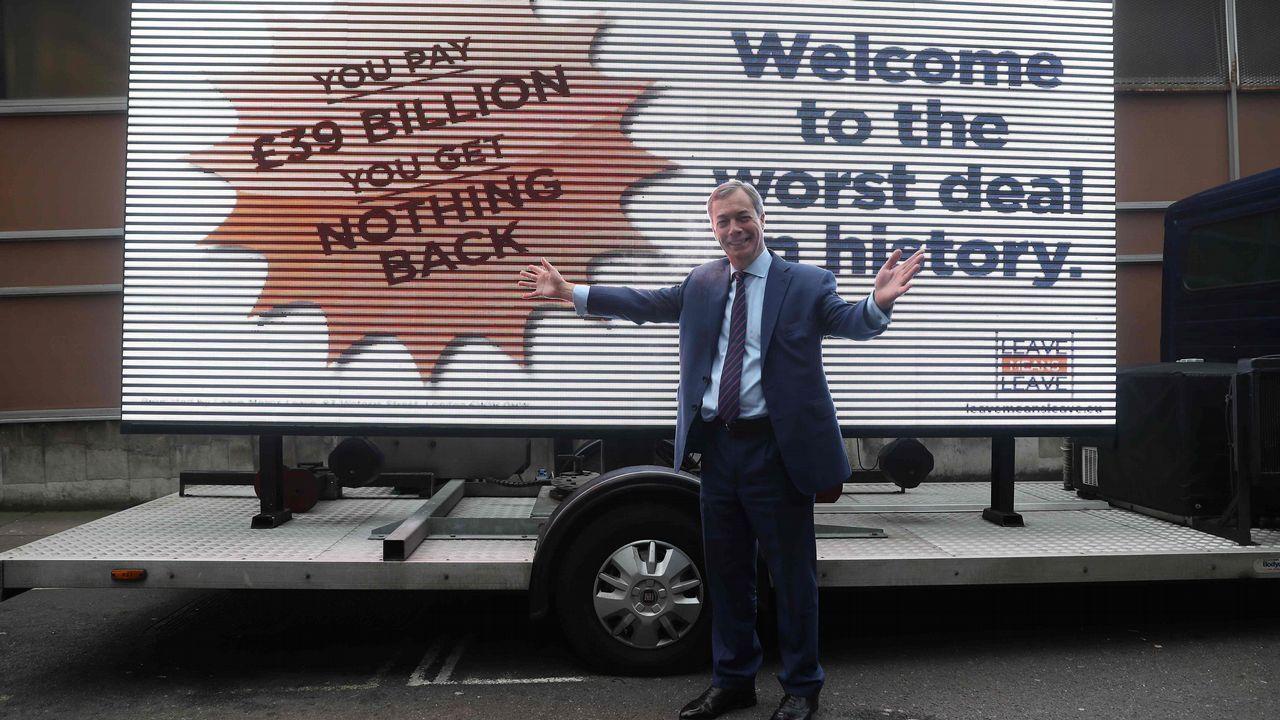 Farage reapareció con una campaña contraria a May