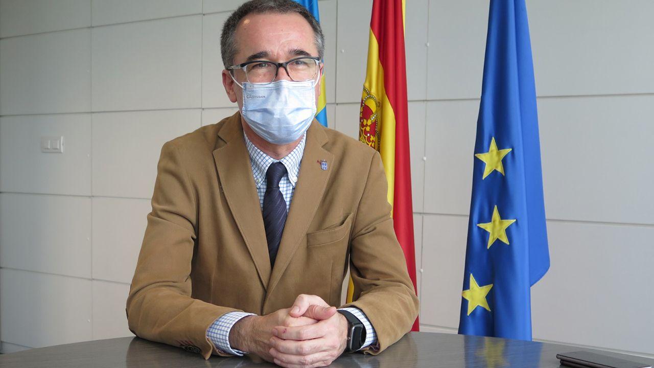 Una terraza en Oviedo.Pablo Fernández, consejero de Salud del Principado