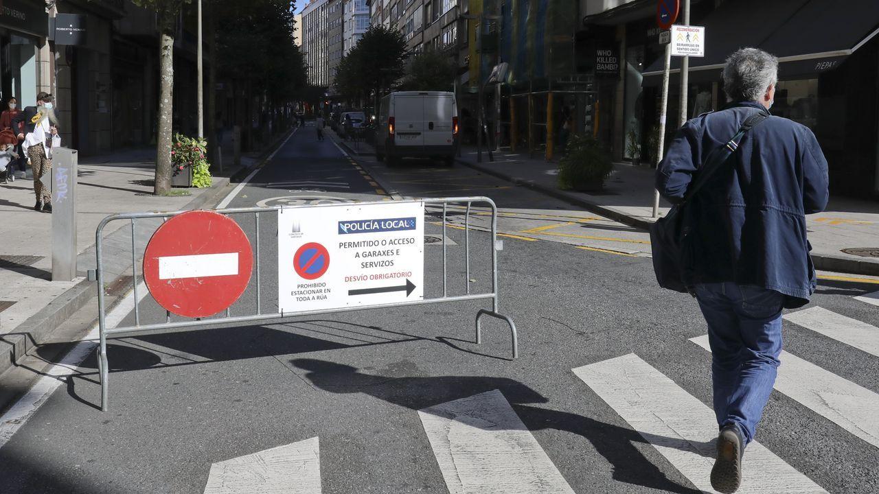 La peatonalización de calles en el Ensanche durante los fines de semana sigue en vigor y el Concello solo se plantea levantarla en Santiago de Chile