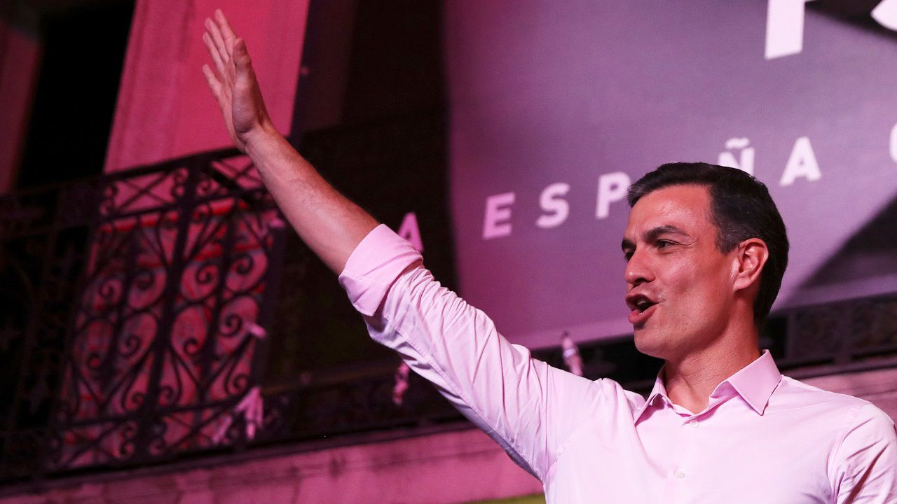 Pedro Sánchez: «Hemos ganado y vamos a gobernar España».Cayetana Álvarez de Toledo y Pablo Casado, en un acto electoral en Barcelona
