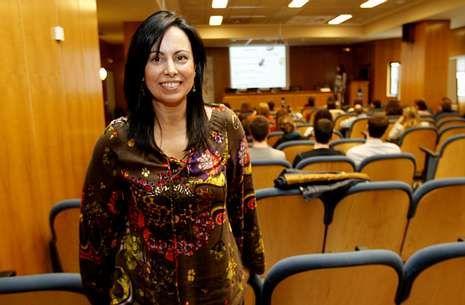 Carmen Rivero, especialista de la UCI, presentó el nuevo protocolo que se aplicará en Santiago.