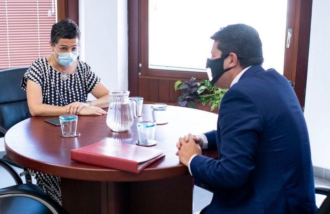 La ministra de Exteriores, González Laya, y el ministro principal de Gibraltar, Fabian Picardo, este jueves en Algeciras