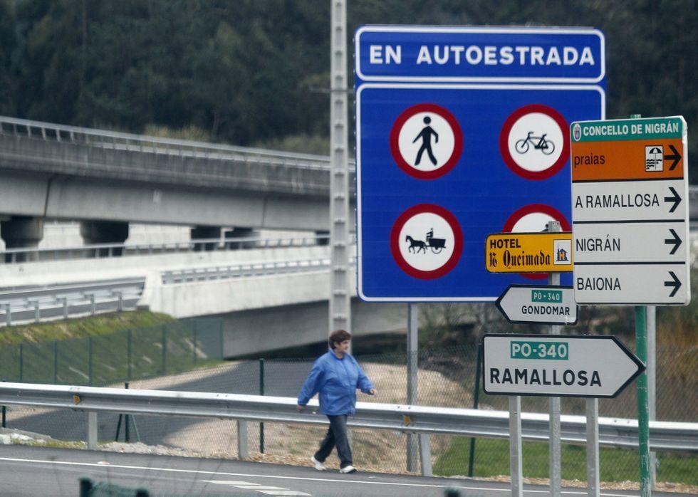 Al ampliar la rotonda, los lugareños de Vilariño se quedaron sin zona segura para andar.