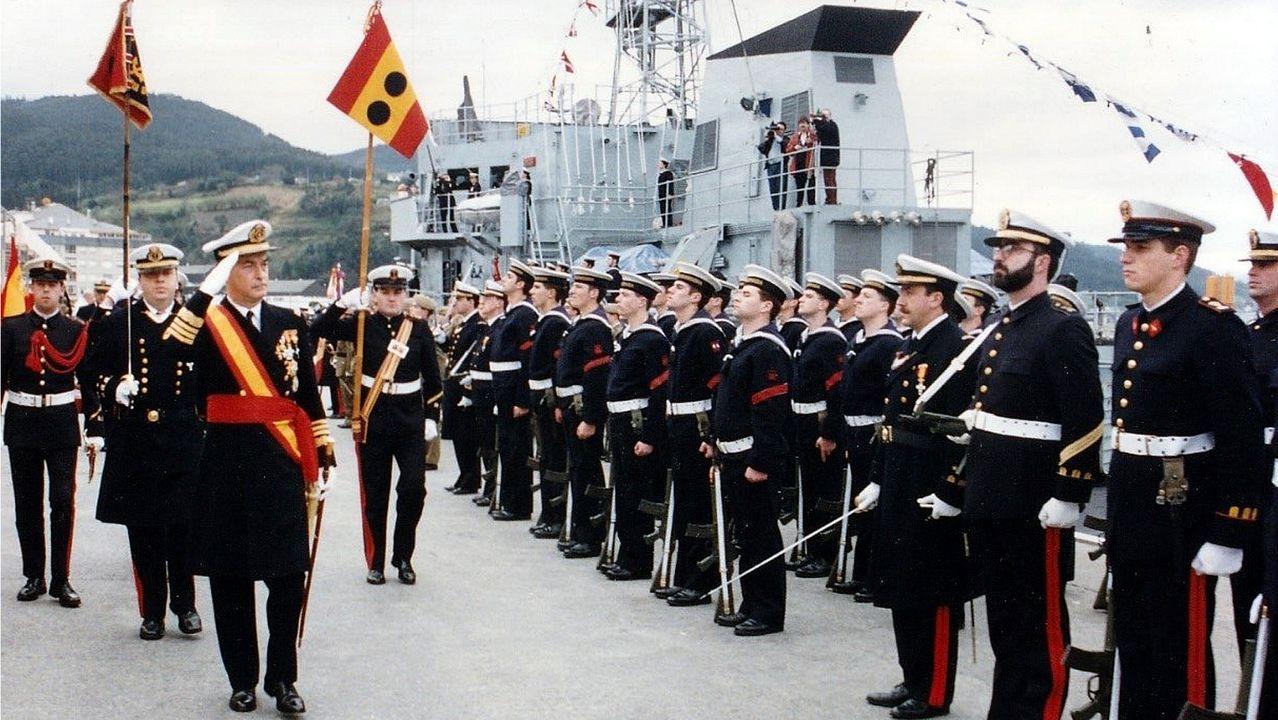 Regreso de la fragata Cristóbal Colón a Ferrol tras cinco meses con la OTAN.Acto de entrega de la bandera de combate al Serviola en 1994