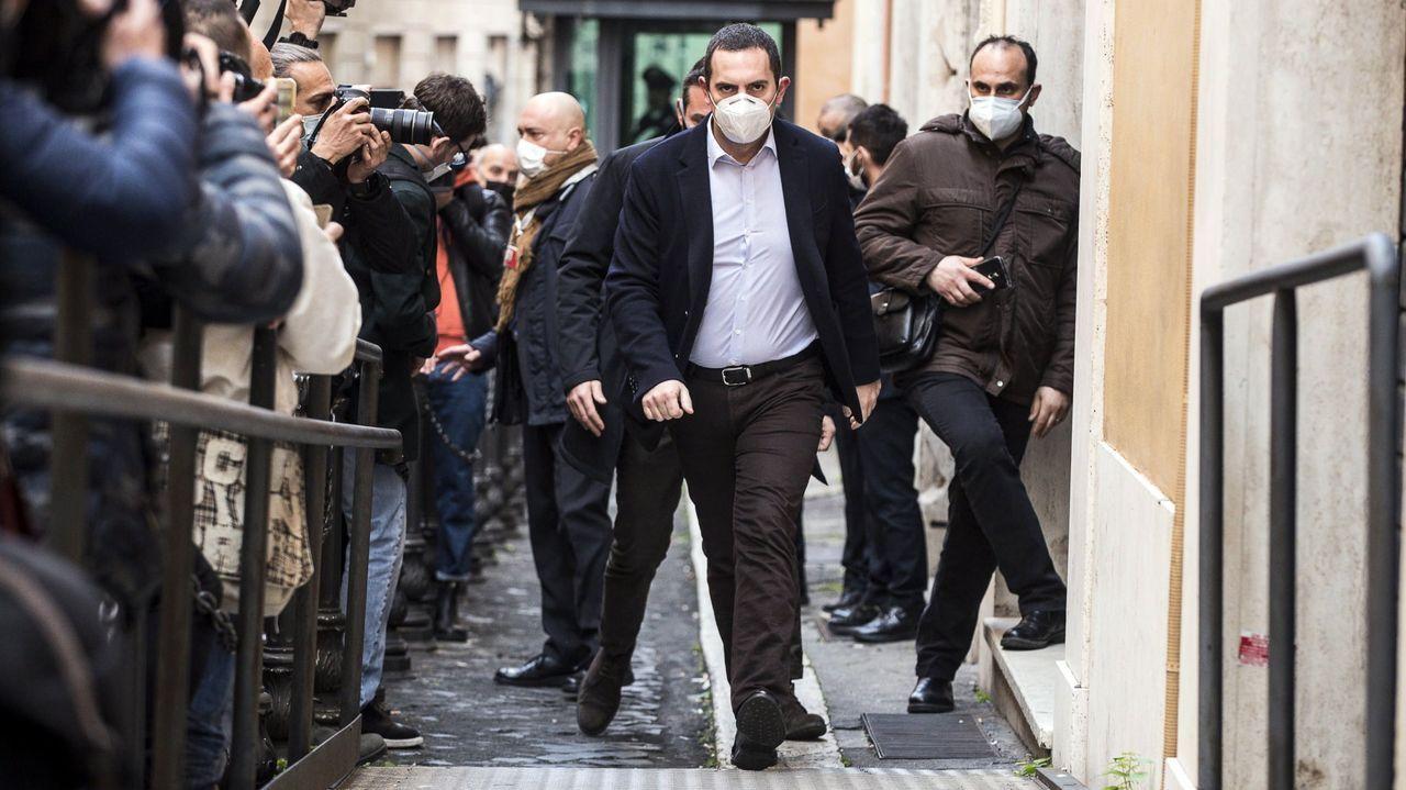 El exministro de Deporte Vincenzo Spadafora señaló que la solución es involucrar a Conte como líder del M5S