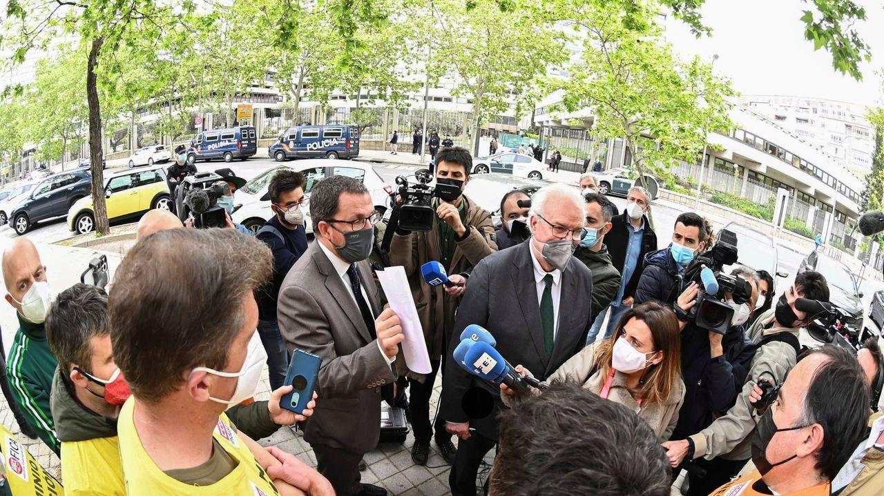Villarino, junto a otros dirigentes del PSOE, en una rueda de prensa ofrecida este jueves