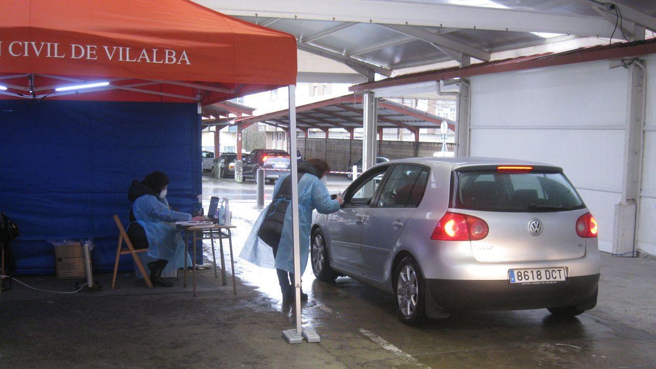 Entrega de material para las pruebas de saliva del cribado del pasado fin de semana en Vilalba