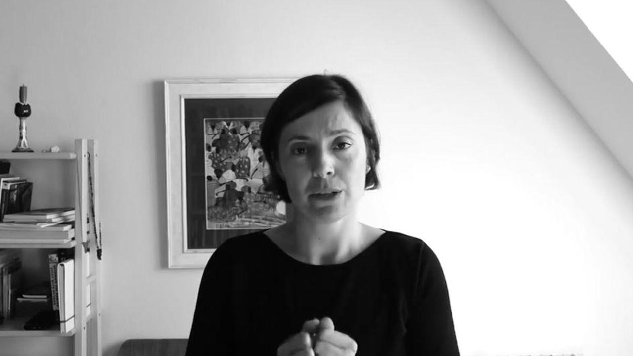 La neuropsicóloga Aida Suárez inicia una cadena de ayuda a pacientes con dificultades cognitivas.Honor Blackman como Pussy Galore en «Goldfinger»