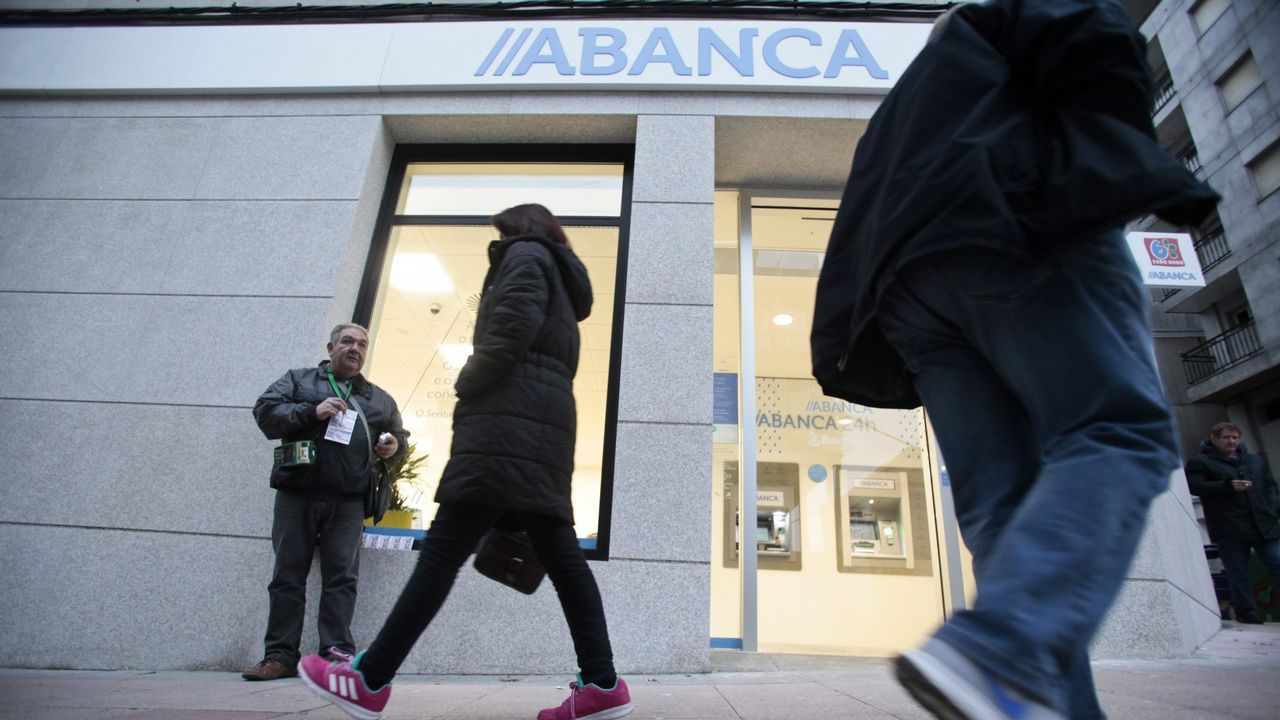 La ministra Calviño plantea una reforma del sistema fiscal para combatir el déficit estructural.Amancio López, presidente de Hotusa