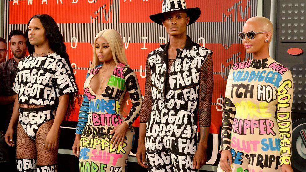 Las modelos Blac Chyna y Amber Rose con sus invitados en la gala de los MTV Video Music Awards 2015