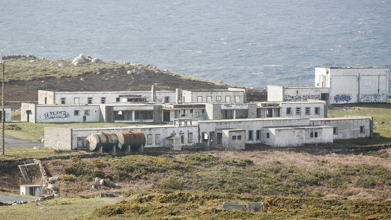 Instalaciones abandonadas de la base militar estadounidense de Bares