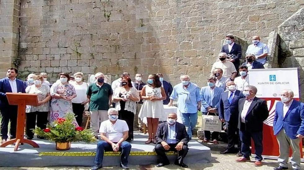 Juan Luis Méndez, arriba a la derecha, con americana azul, en la entrega de premios