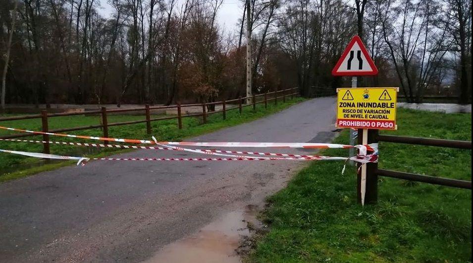 ASÍ HA CASTIGADO EL TEMPORAL A OURENSE.La subida del río obligó a cortar la carretera de Vilela (Verín) a A Pousa (Monterrei)