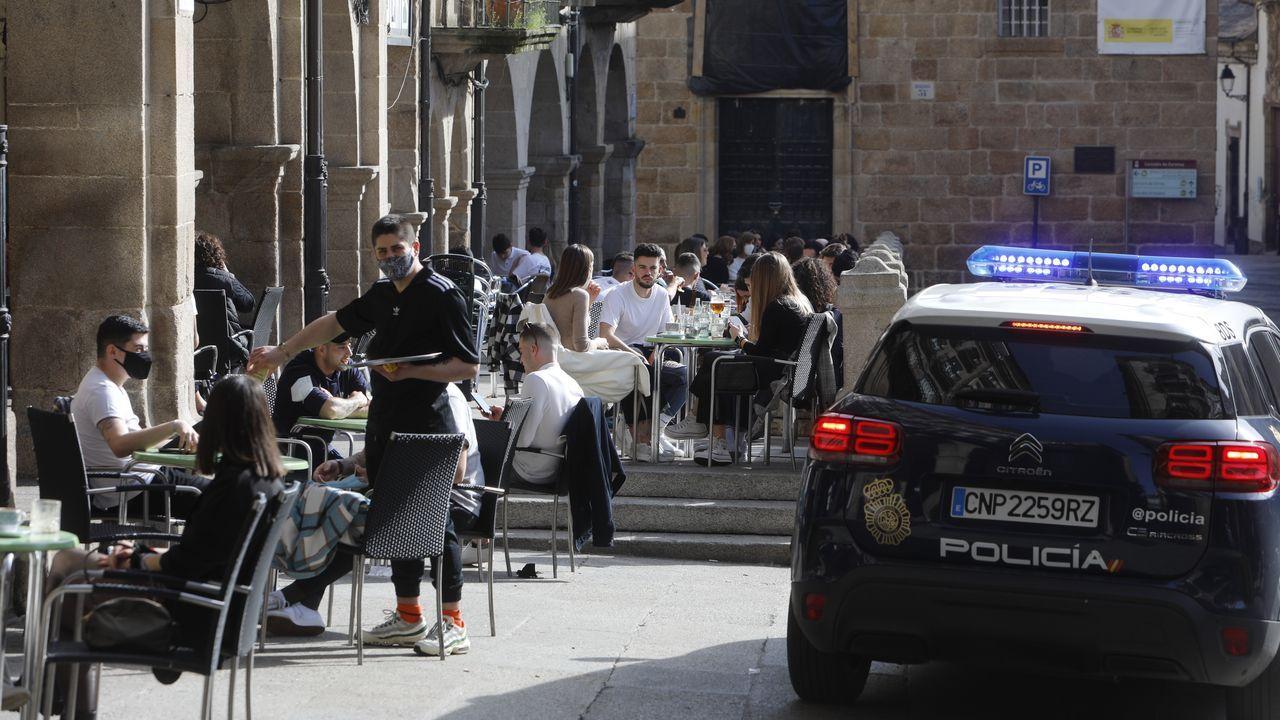 Mesas ocupadas en la Praza Maior de Ourense