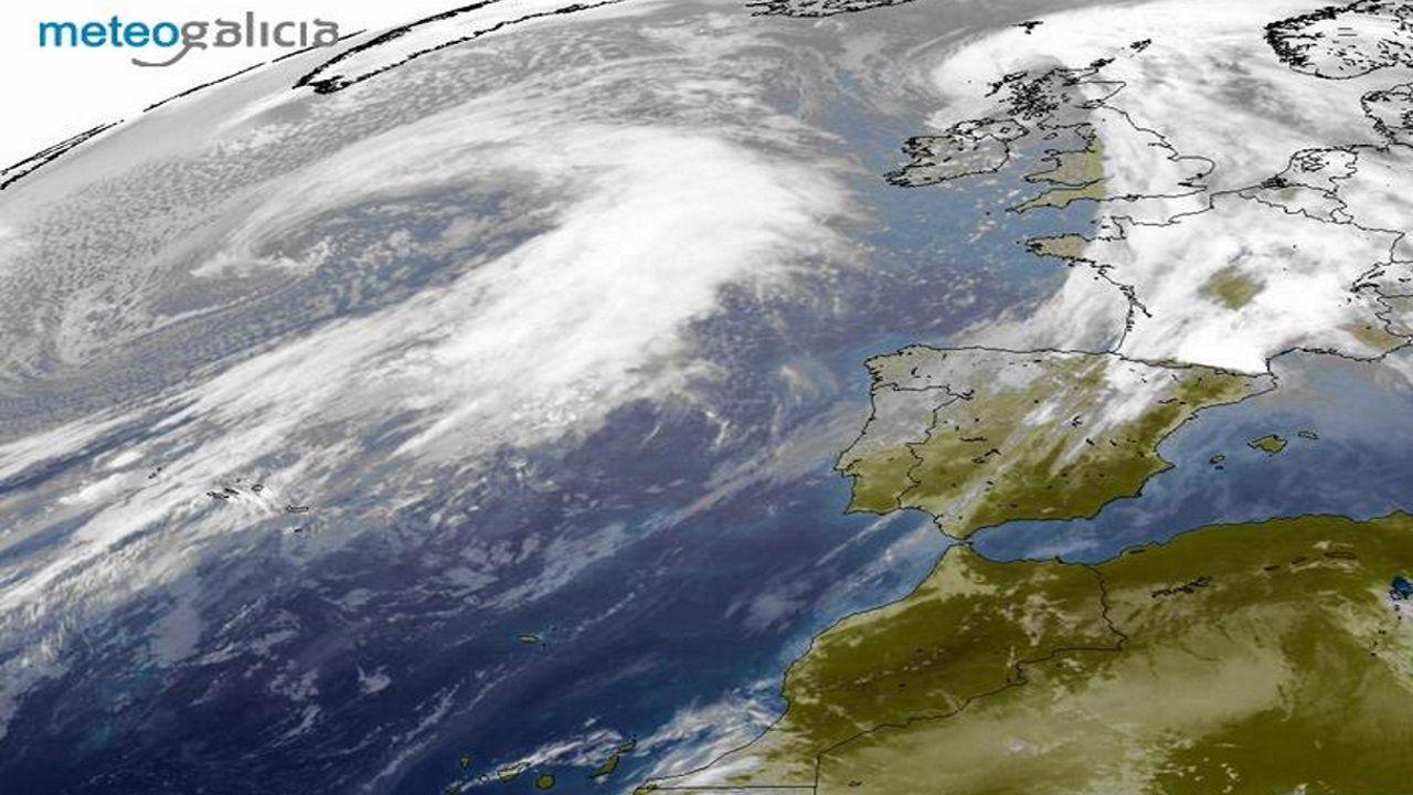 La imagen del satélite muestra la posición actual de la borrasca Karim
