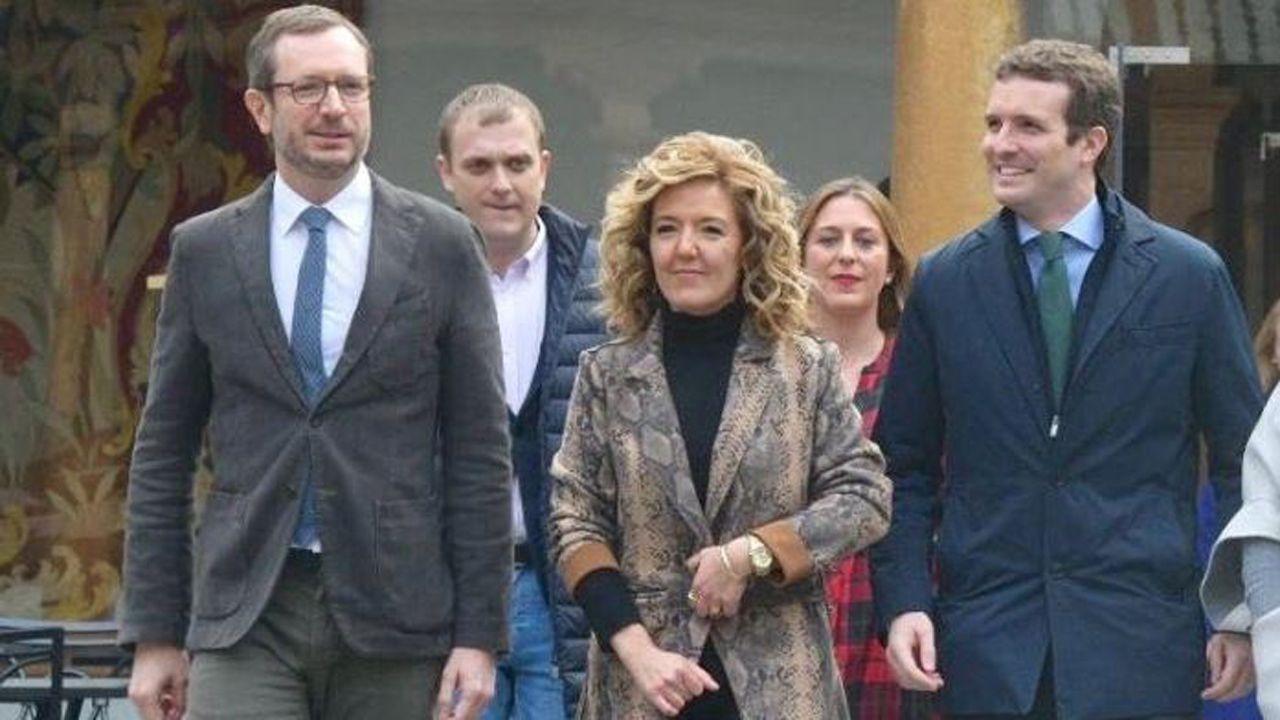 Manifestación por la unidad de España en Oviedo.Teresa Mallada, con Javier Maroto y Pablo Casado