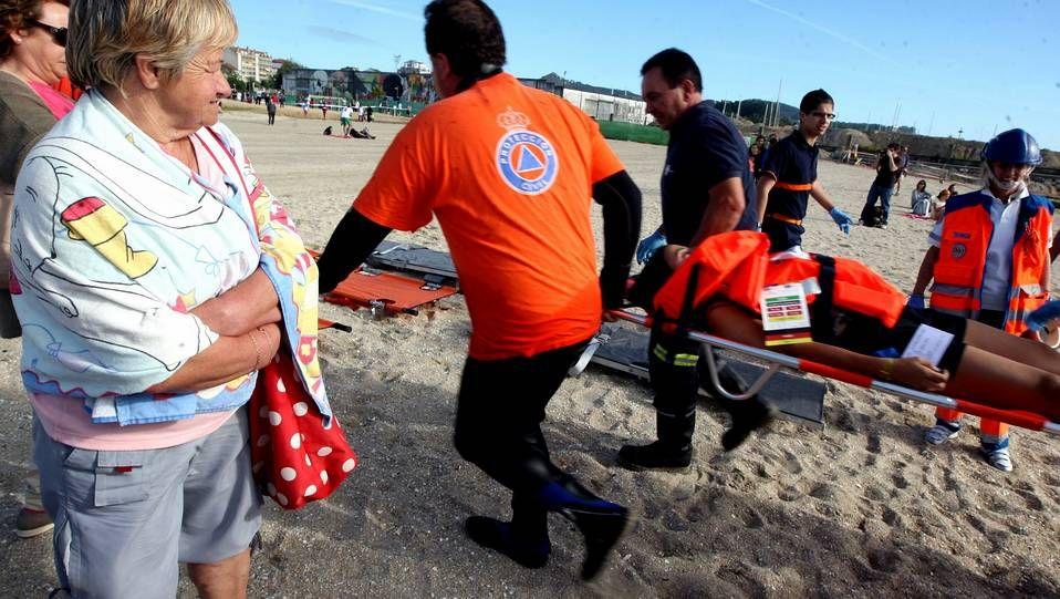 Simulacro de rescate en una playa de Arousa