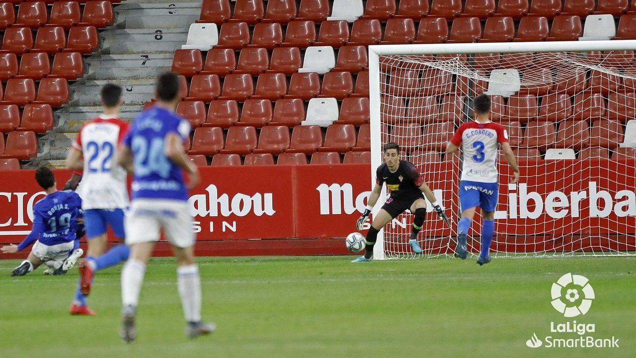 Gol Borja Sanchez Mariño Sporting Real Oviedo El Molinon.Borja Sánchez remata para hacer el 0-1 ante el Sporting