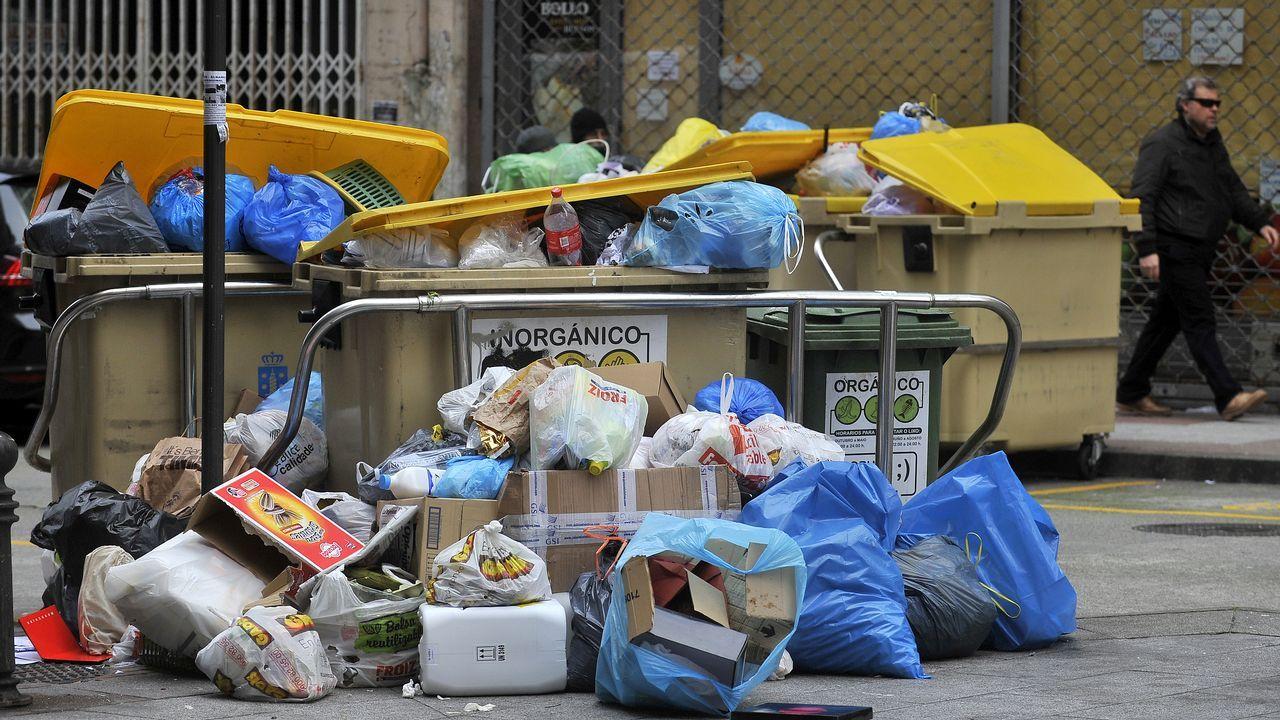 Basura sin recoger en las calles de A Coruña